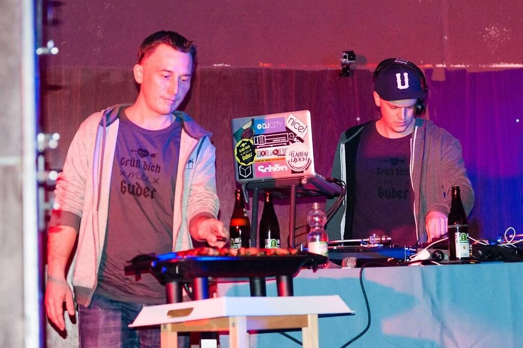 Grillin' on Strom. Company Slow live im Cafe Q. Indoor Skateramp. Cafe Q. Live Rap Coburg.