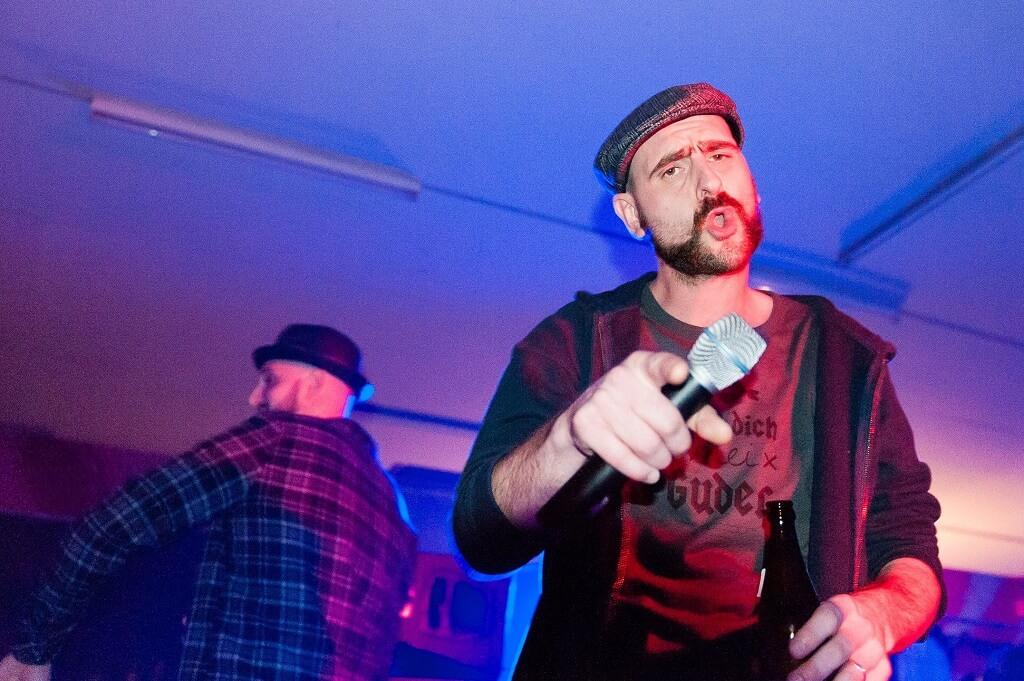 yesyes. Company Slow live im Cafe Q. Indoor Skateramp. Cafe Q. Live Rap Coburg.