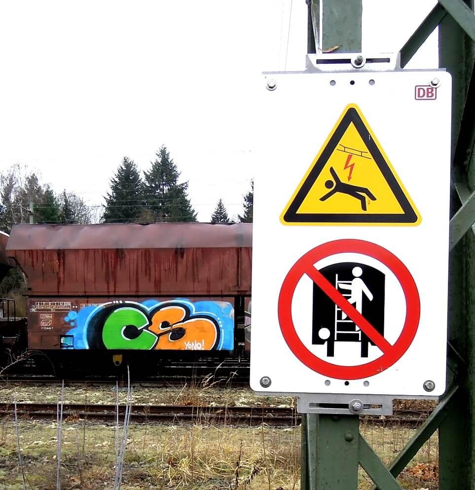 signs. Kunst und so - Grüß dich mei Guder. Street Art. Graffiti Coburg. JDE TDN CSW GDMG!