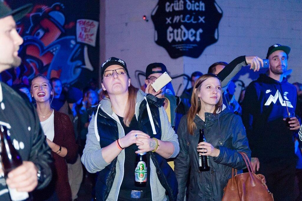 ...mehr Fans. Company Slow live im Cafe Q. Indoor Skateramp. Cafe Q. Live Rap Coburg.