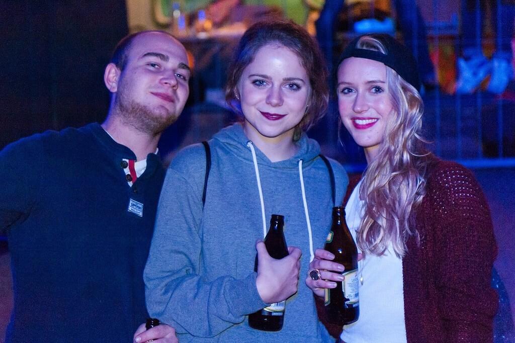 Fans. Company Slow live im Cafe Q. Indoor Skateramp. Cafe Q. Live Rap Coburg.